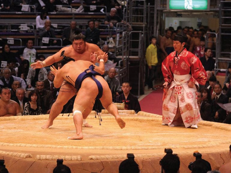 SuMO WRESTLERS ATTACK EACH OTHER