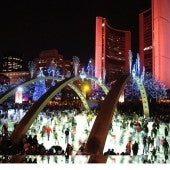 NATHAN PHILLIPS SQUARE ICE RINK © WWW .TORONT OWIDE .COM