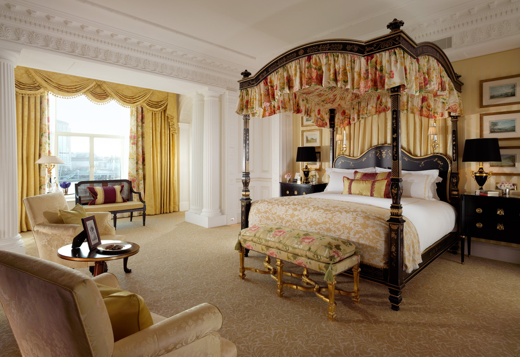 Royal suite master bedroom elite traveler for Bedroom designs london