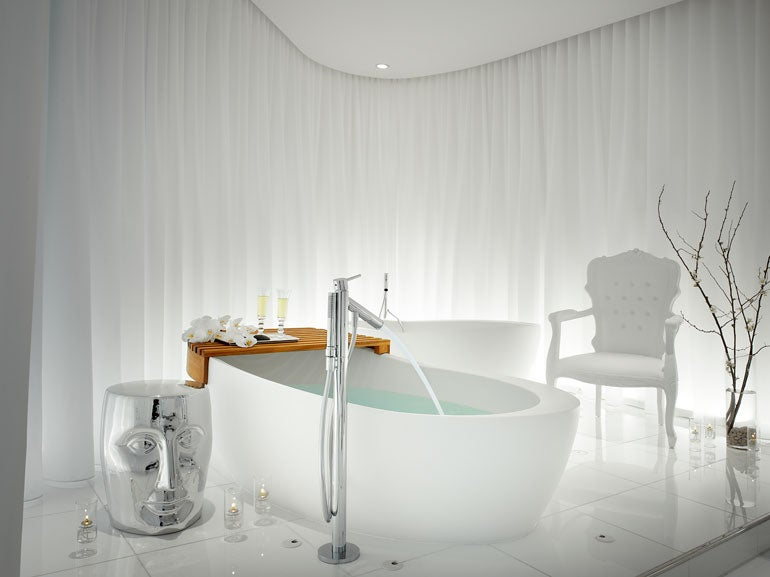 THE COUPLES' PLUNGE BATH AT CIEL SPA