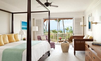 BEDROOM/SEASCAPE LUXURY SUITE