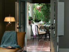 Private Patio, El Encanto