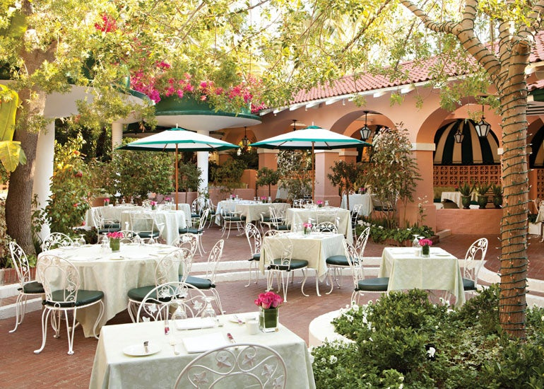 Polo Lounge Patio Dorchester Collection S Beverly Hills Hotel