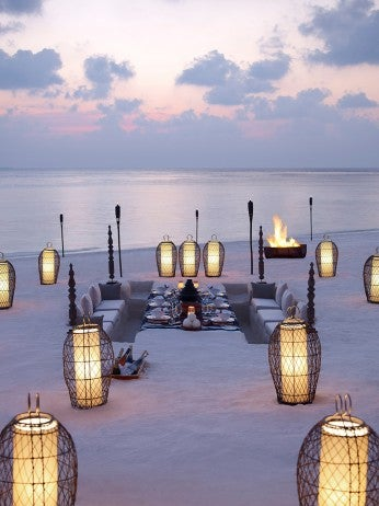 Dusit Thani Maldives_Beach Dining resized