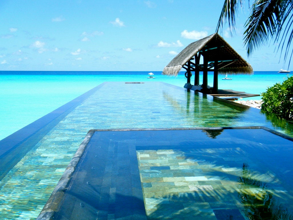 The 10 best infinity pools in the world elite traveler for Best pool design 2015