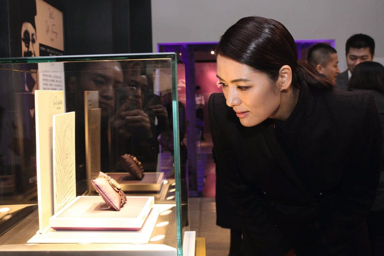 Fashion Designer Mary Ma discovering the Pavonina