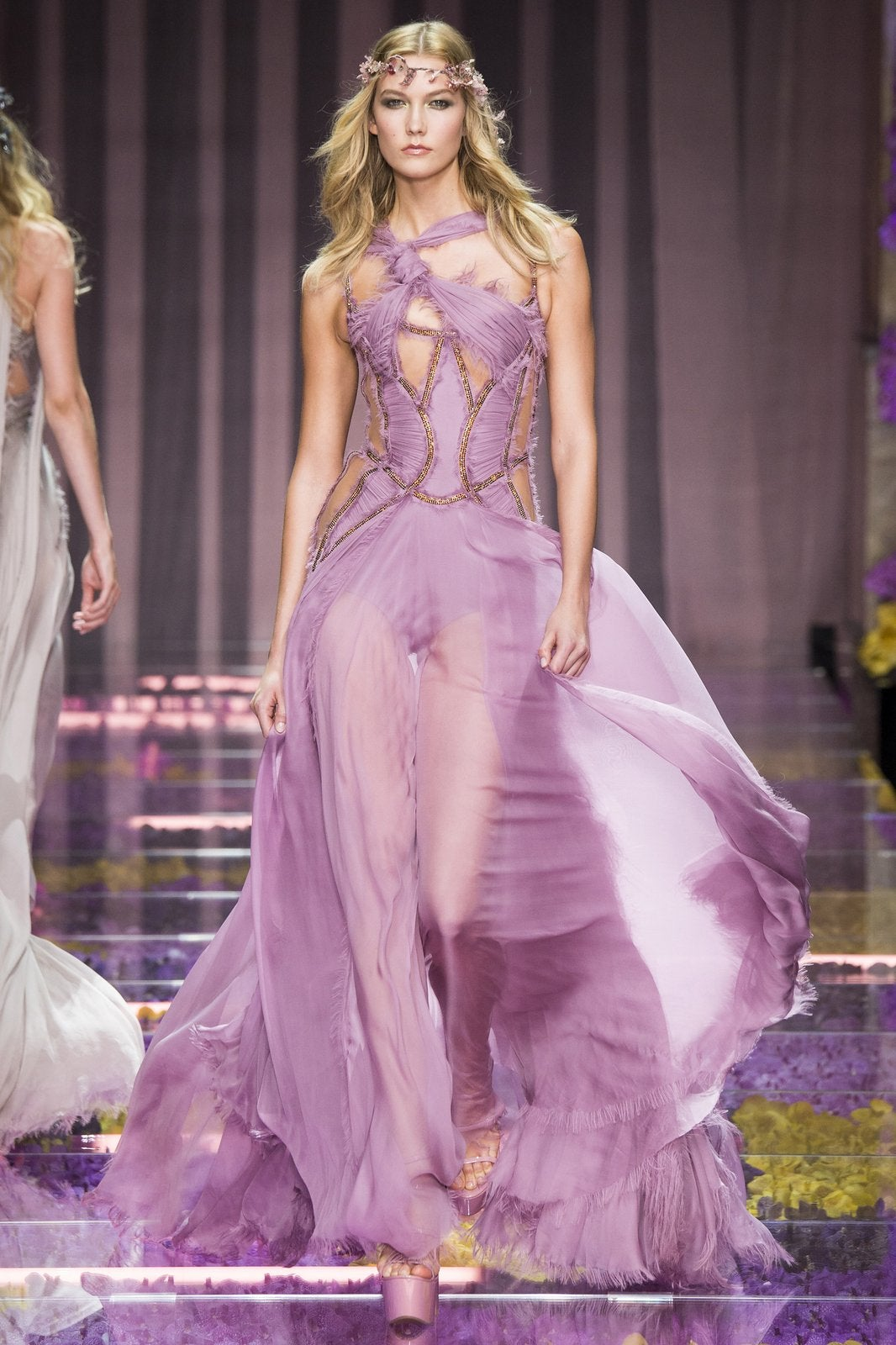 Atelier versace fall 2015 haute couture elite traveler for Haute couture atelier
